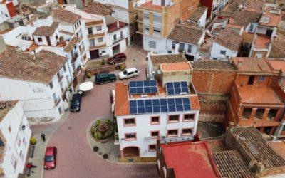 Germanía entrega 13 instalaciones fotovoltaicas municipales en edificios públicos de Valencia